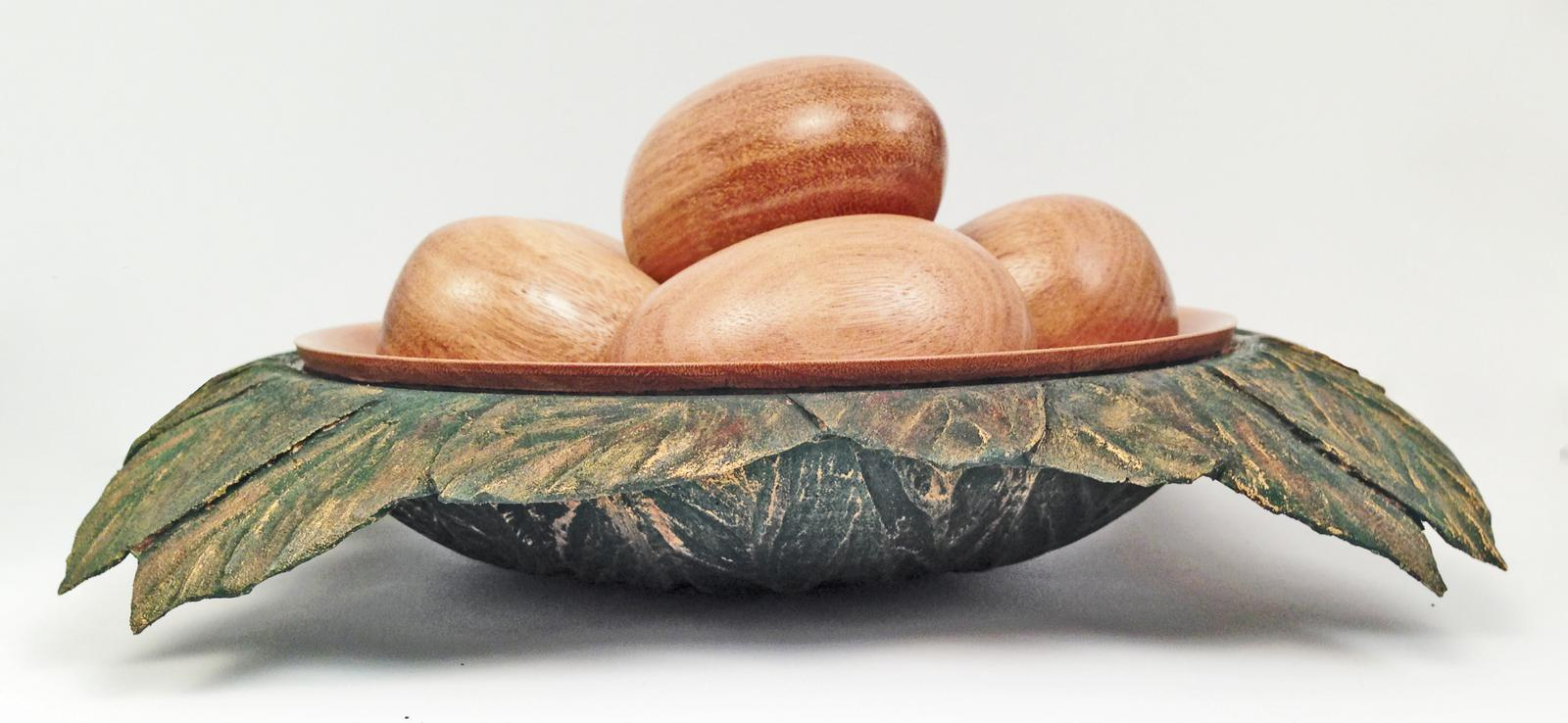 Bowl with eggs in Leaves