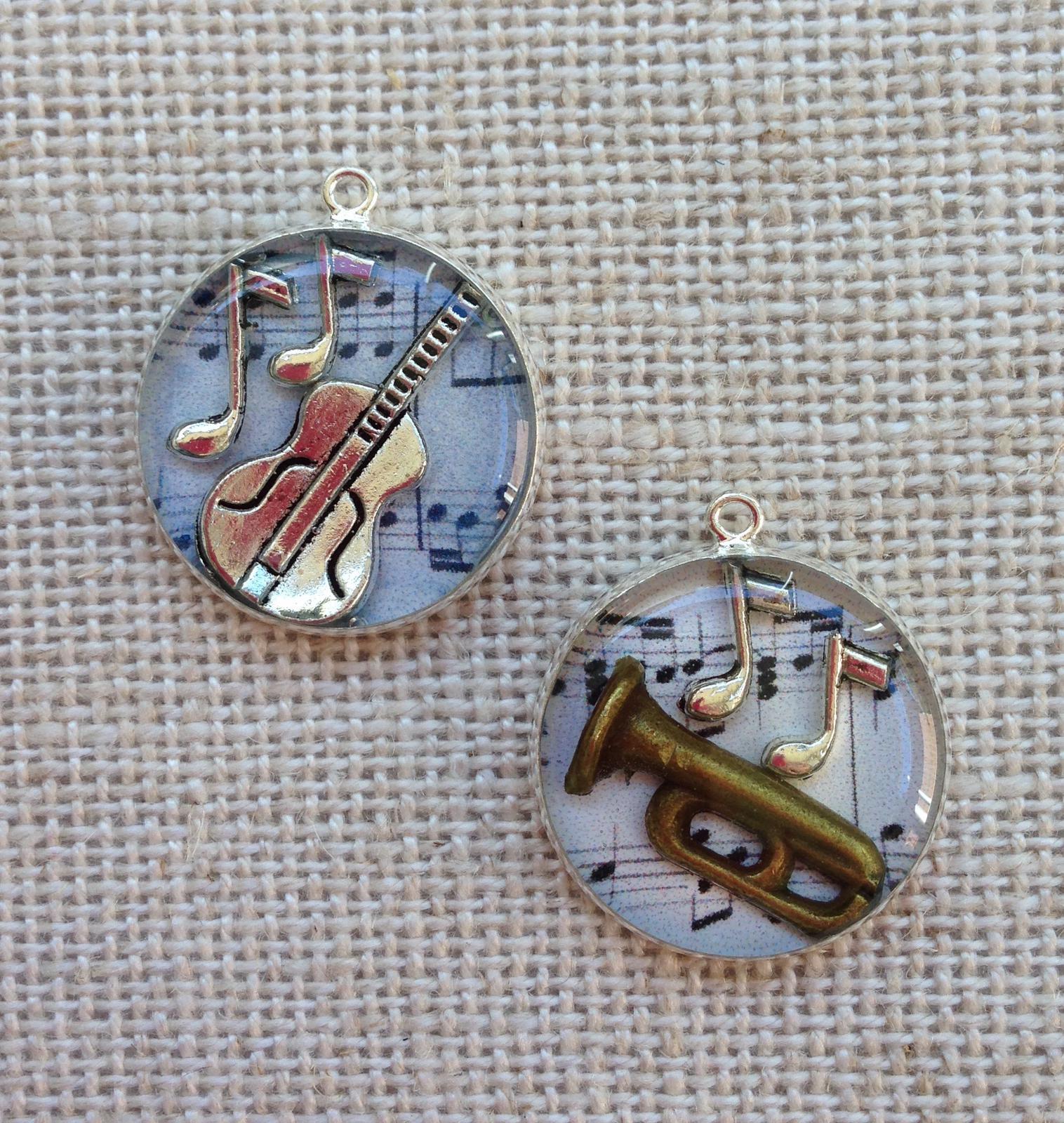 Music lovers resin pendants 20mm