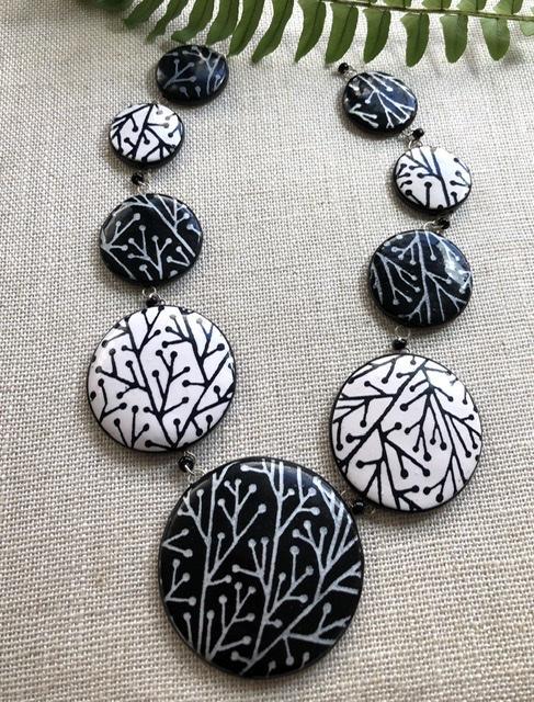Black & White Elegance neckpiece
