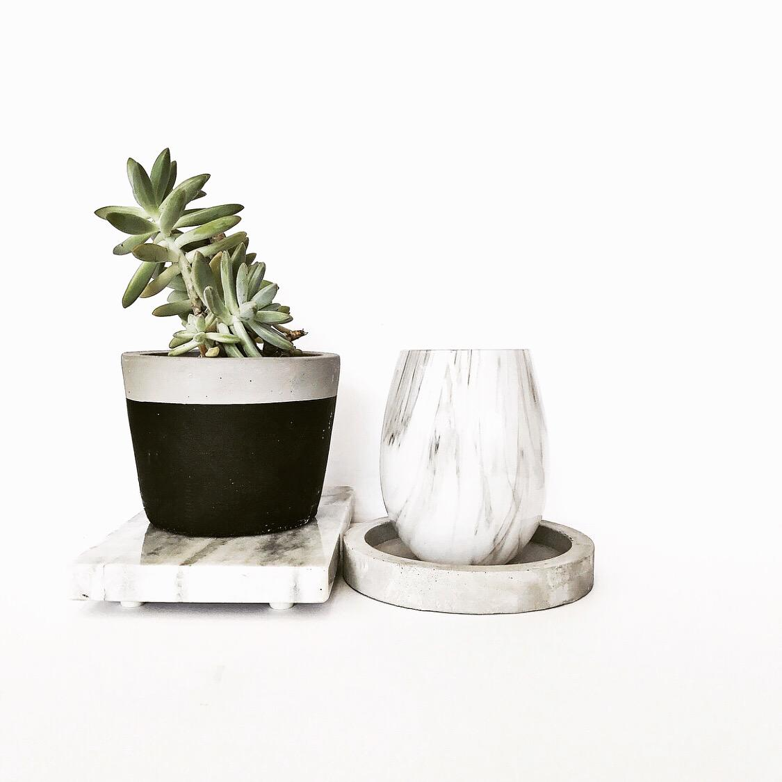 Marble look glass vessel