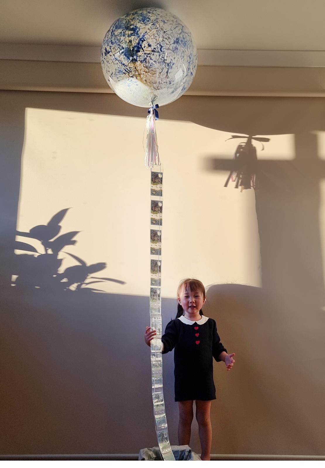 Mega helium paintballoon with money gifts