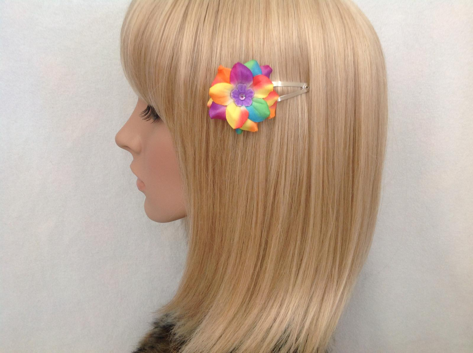 Rainbow flower snap clip