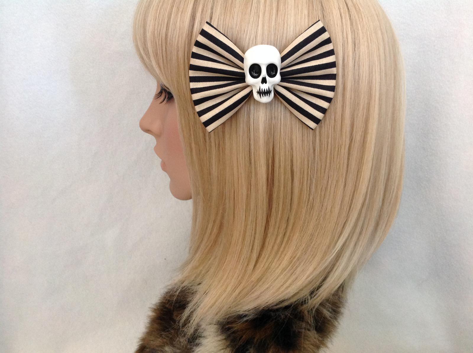 Black & cream skull bow