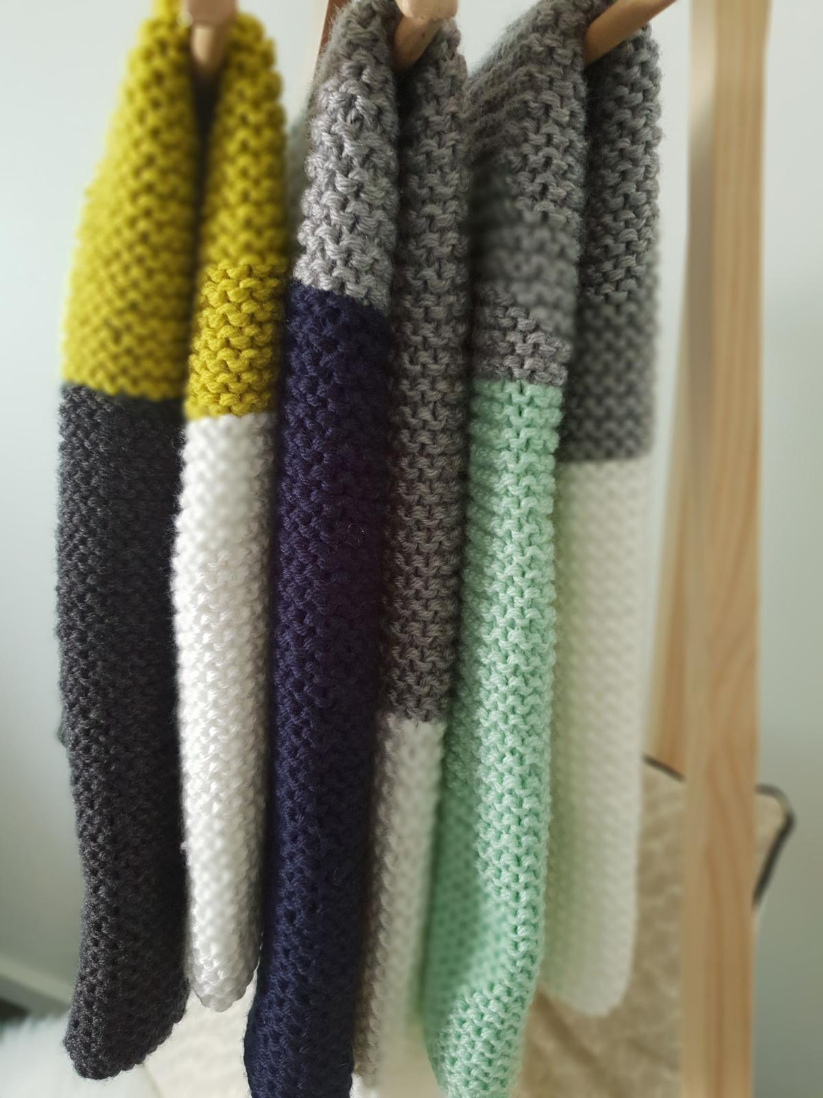 Tri-colour hand knitted blankets