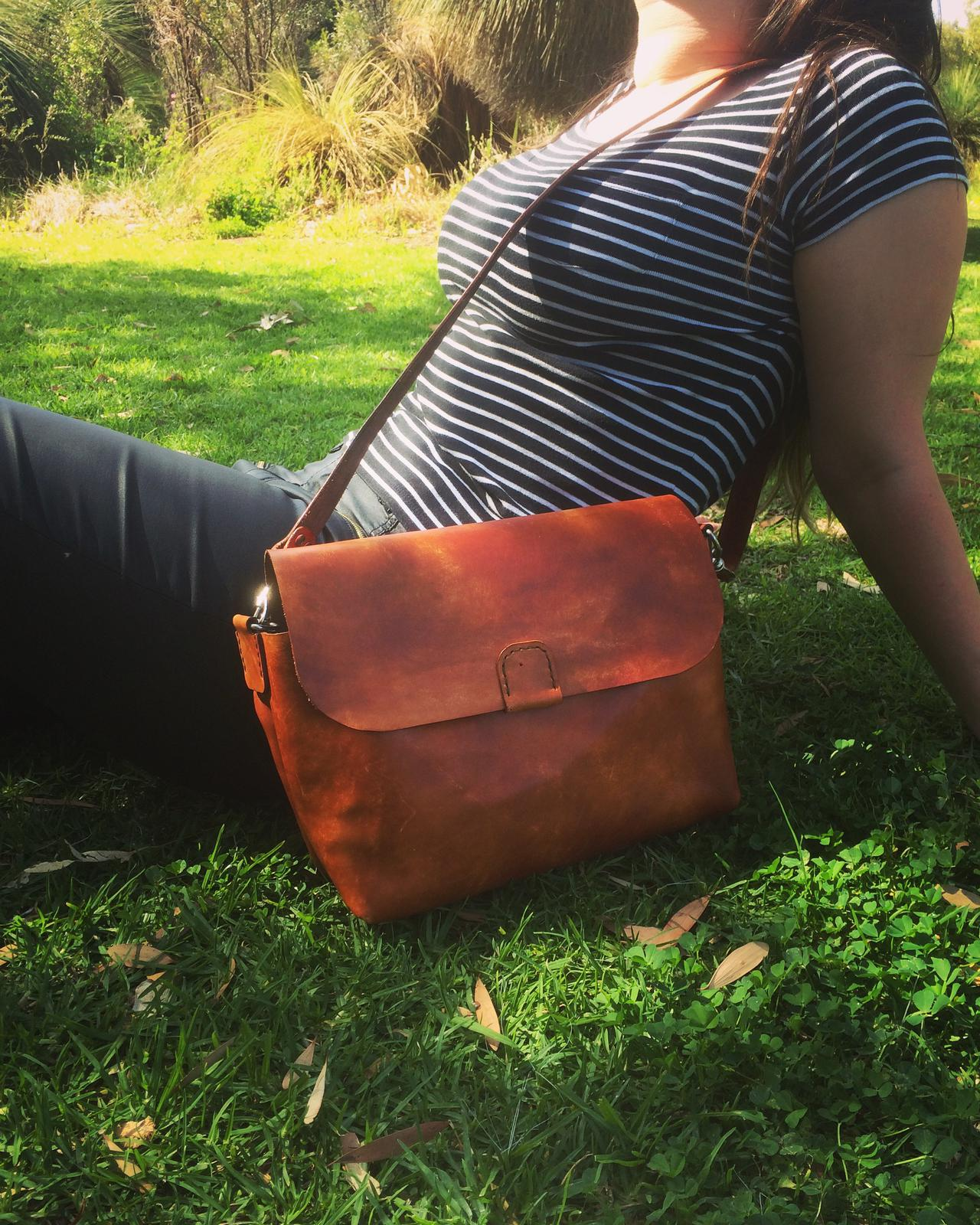 Shelley - Cross Body Bag