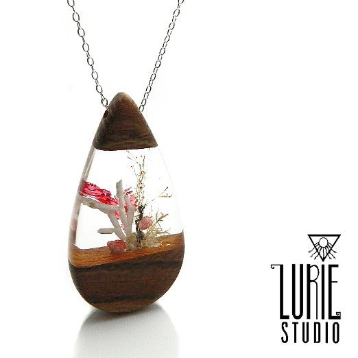 Beach inspired pendant with real shell, seaweed and native australian wood