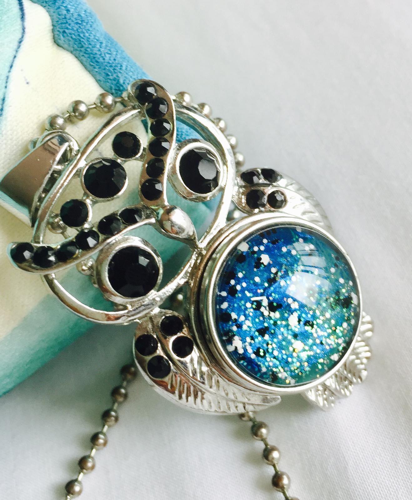 Owl pendant with insert