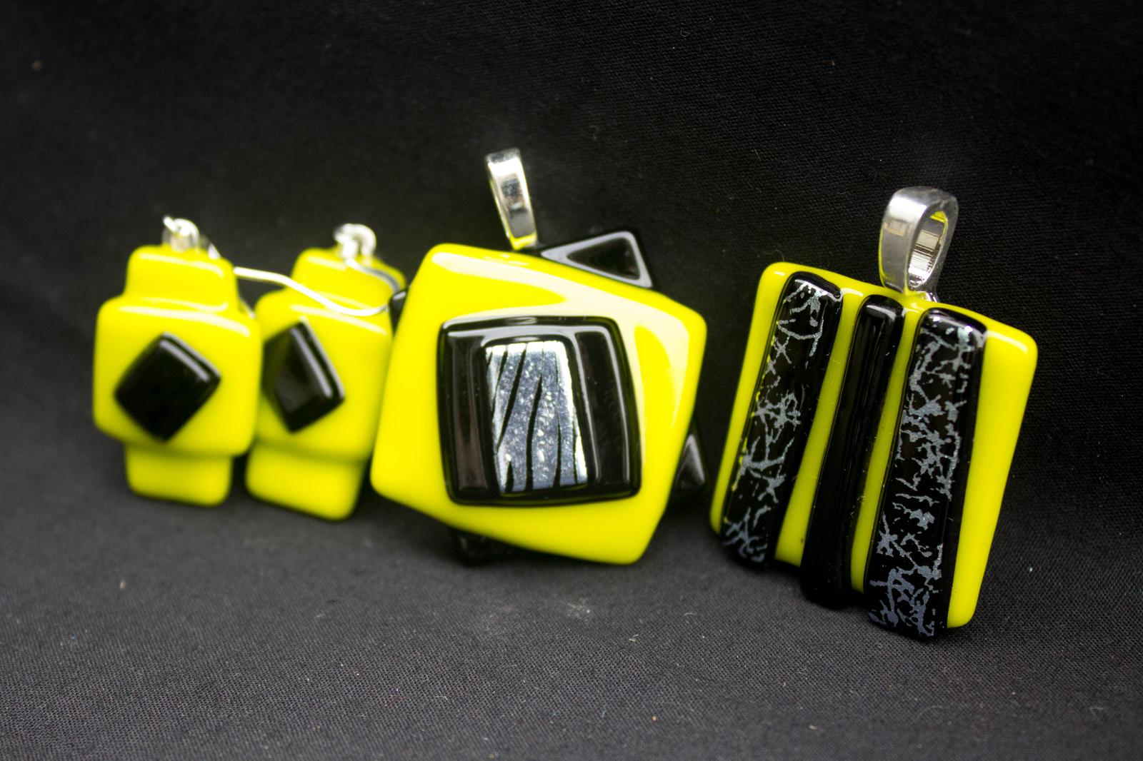 Unique Glass Art by Marion: 3D set in lemongrass green,black + silver..WOW!
