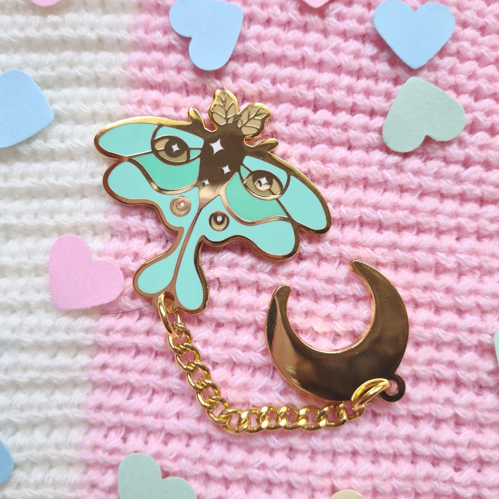 Luna moth chain enamel pin