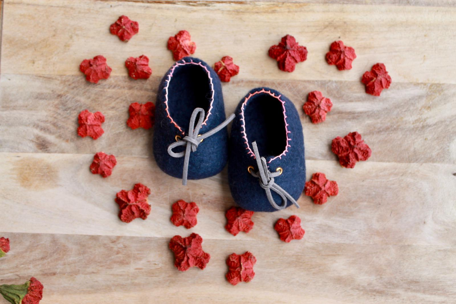 Perth Pretties - Navy and pink - Woollen felt baby shoe - Australian handmade