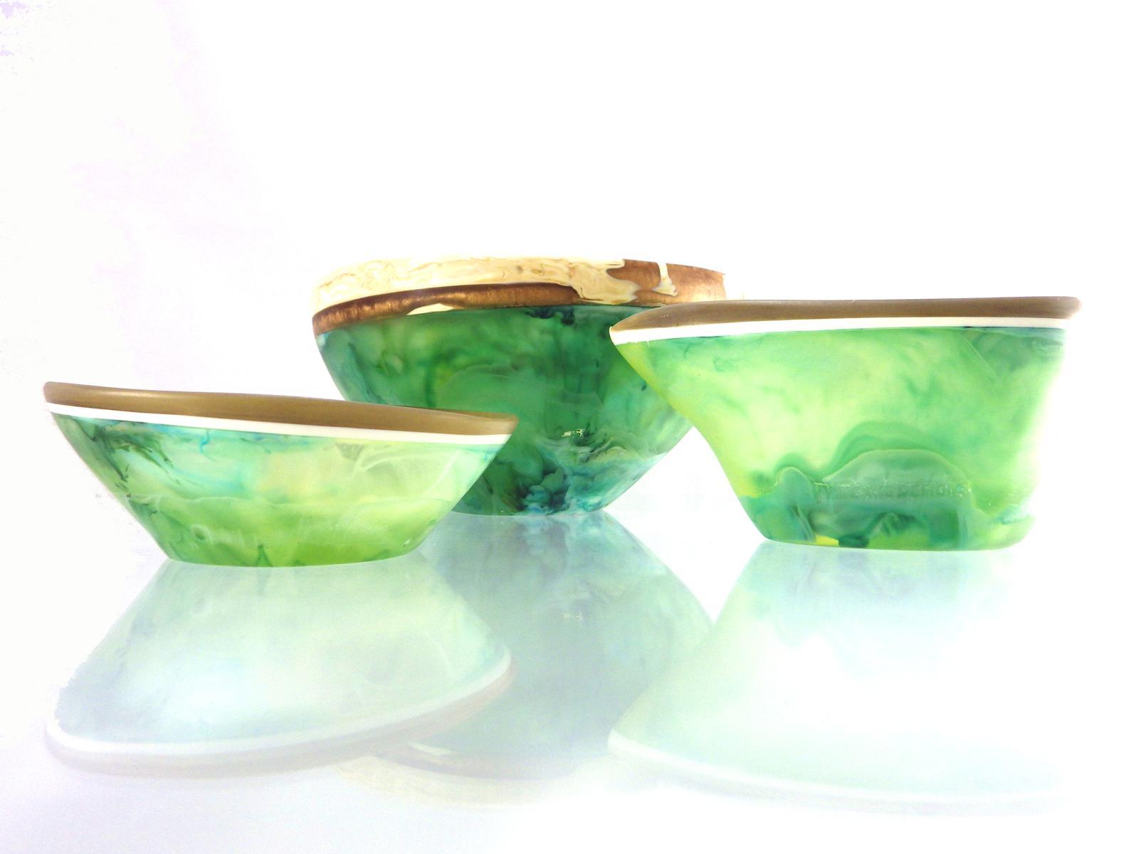 3 resin bowls