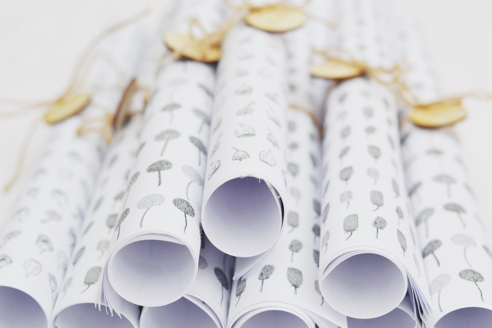 sca.har. wrapping paper